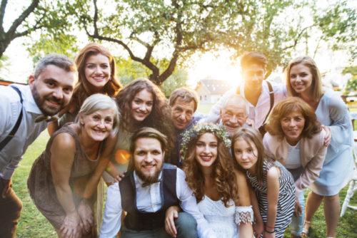 10~20人の家族親族中心の結婚式は費用負担が少ない傾向