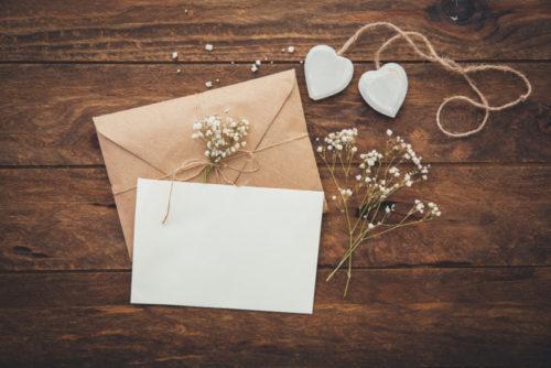 招待できなかった友人への結婚報告が別途必要