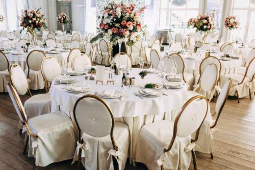 会費1.5万円以上:ホテルや専門式場、ゲストハウスで着席スタイル