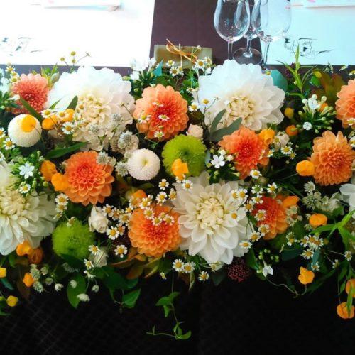 ダリアを使ったメインテーブル装花