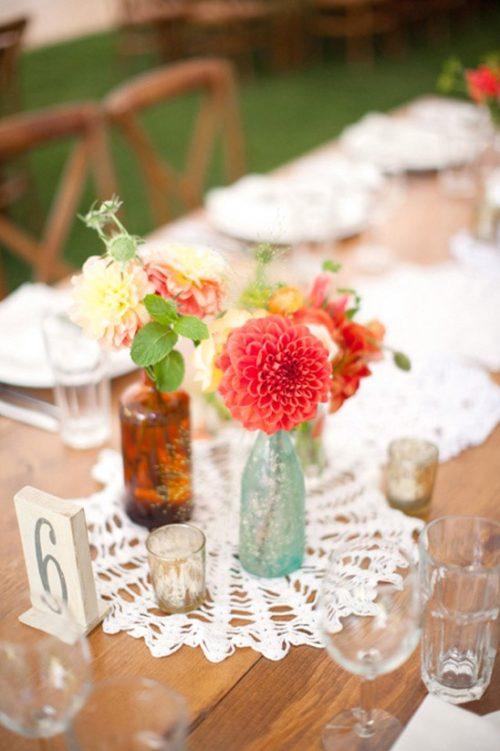 ダリアを使ったテーブル装花