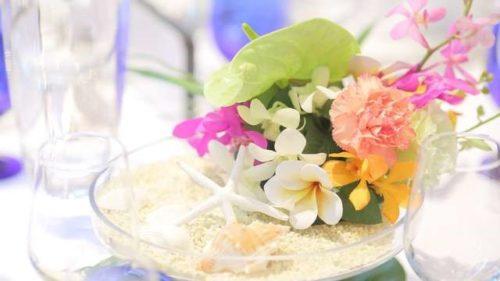 プルメリアを使ったテーブル装花