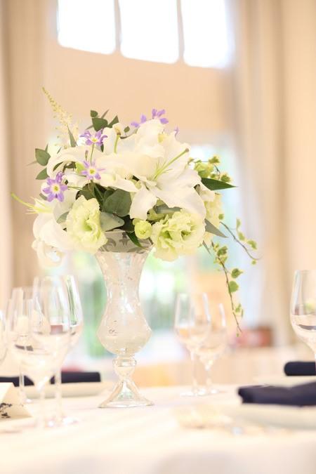 ユリを使ったテーブル装花