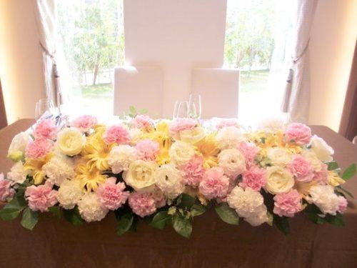 カーネーションを使ったメインテーブル装花