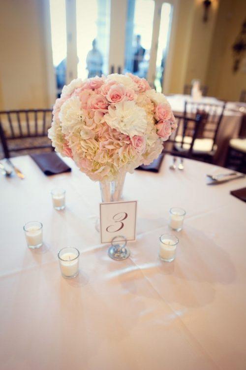 カーネーションを使ったテーブル装花