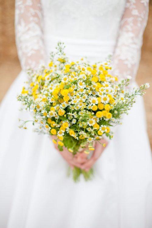 マトリカリアやクラスペディア:野の花を摘んできたような小花でナチュラルスタイルが完成!