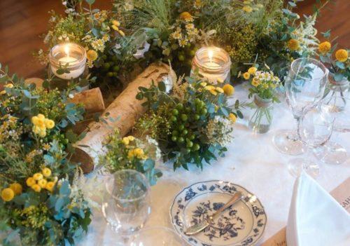 マトリカリアやクラスペディアを使ったメインテーブル装花