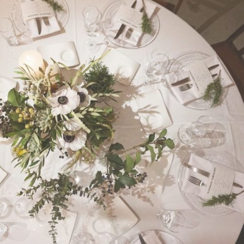 アネモネを使ったテーブル装花