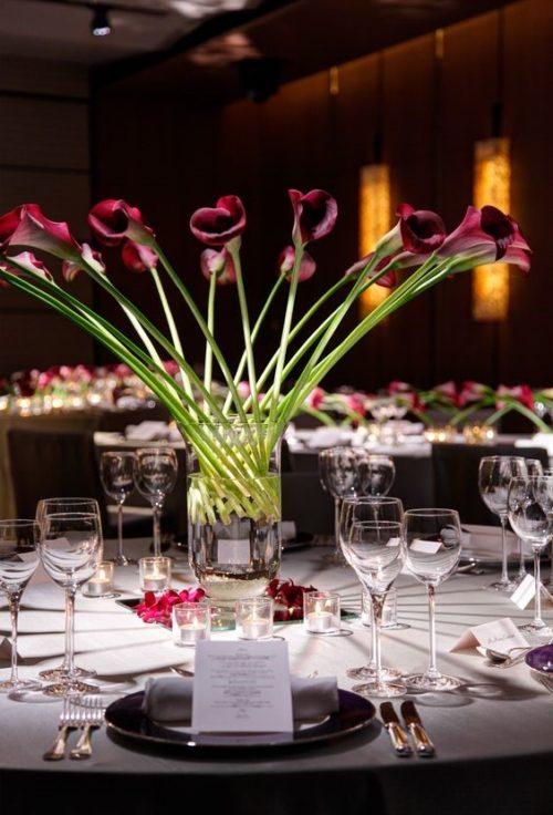 カラーを使ったテーブル装花