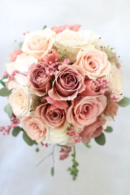 アンティークカラーのバラ:落ち着いたベージュピンクがクラシック!ジュリアやカフェラテがおすすめ