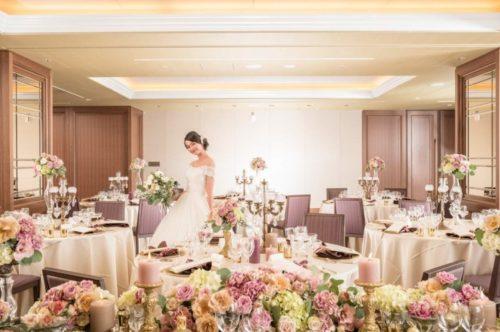 アンティークカラーのバラを使ったメインテーブル装花