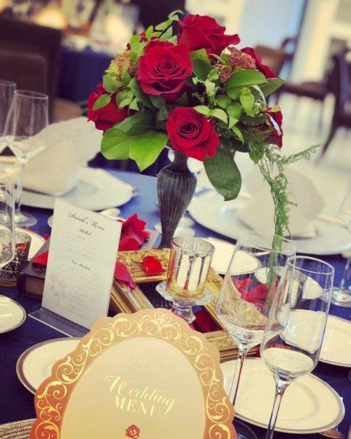 赤いバラを使ったテーブル装花