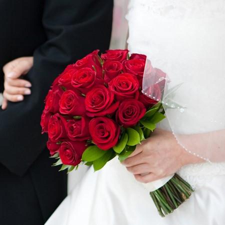 赤いバラを使ったブーケ