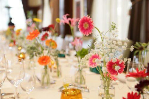 ガーベラを使ったテーブル装花