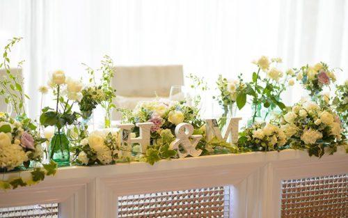 バラを使ったメインテーブル