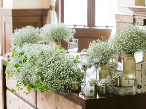 かすみ草を使ったメインテーブル装花