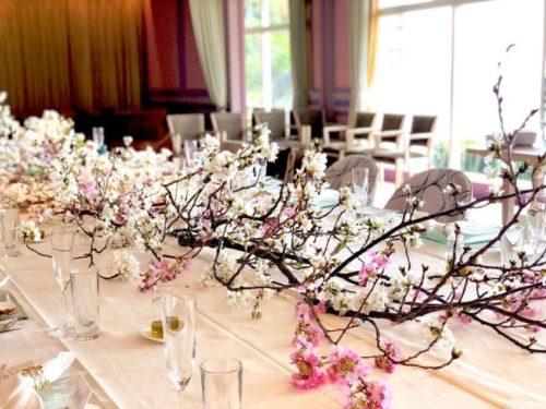 桜を使ったテーブル装花