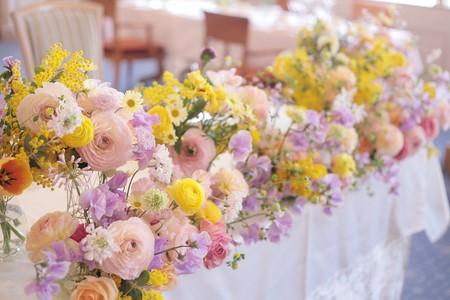 ラナンキュラスを使ったメインテーブル装花