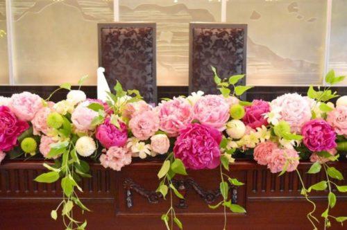 シャクヤクを使ったメインテーブル装花