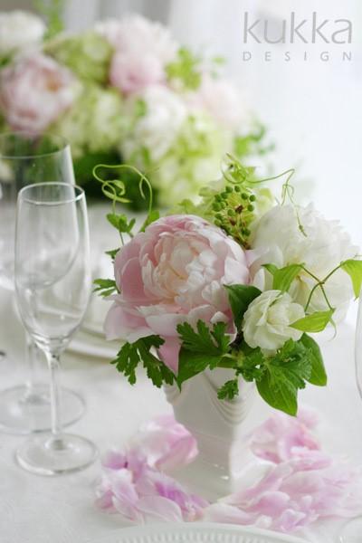 シャクヤクを使ったテーブル装花
