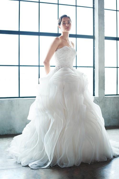 マタニティウェディングのドレスの着こなしポイントは「バランス」