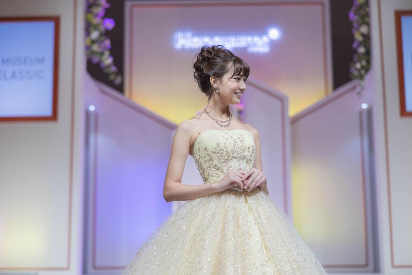 ドレスファッションショーの様子:カラードレスも可愛い