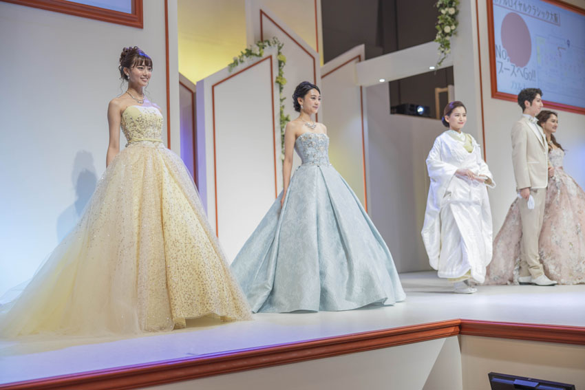 ドレスファッションショーの様子・モデルさんが揃ってのフィナーレ